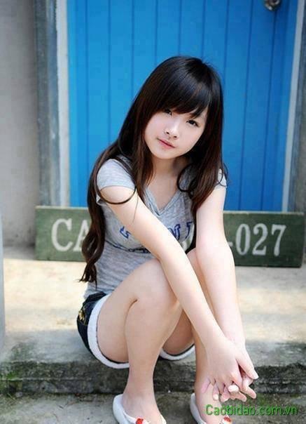 girl xinh dể thương ngồi buồn